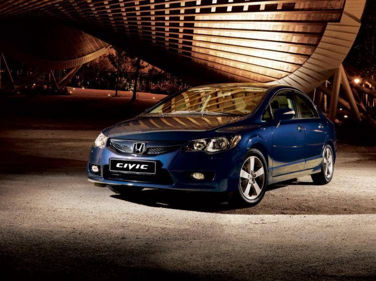 Фото Honda Civic VIII рестайлинг - конкурент Mazda Axela BL