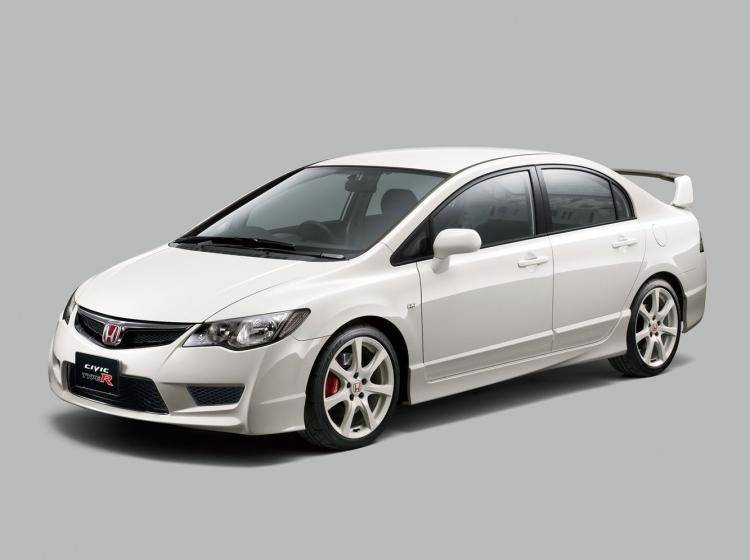 Фото Honda Civic Type R VIII - схожий с Volvo S40 II рестайлинг