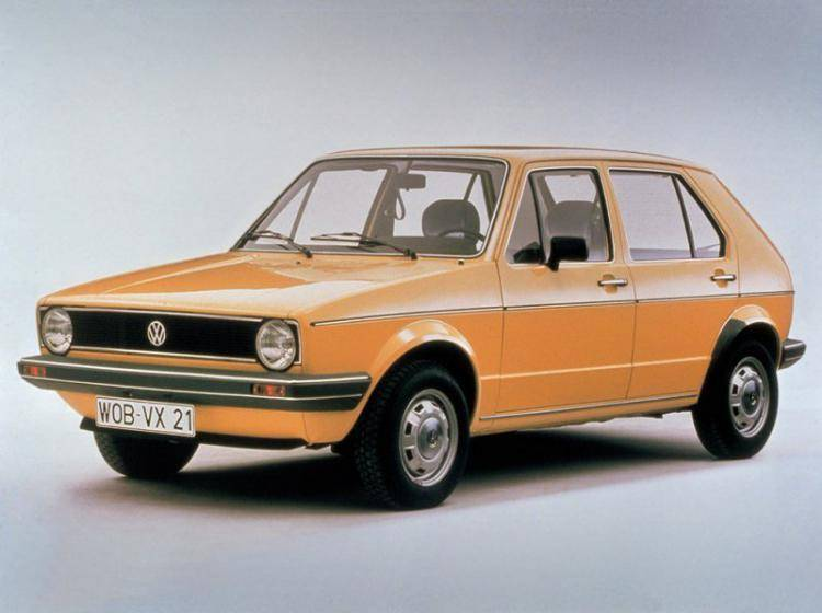Фото Volkswagen Golf I - конкурент Toyota Corolla E30