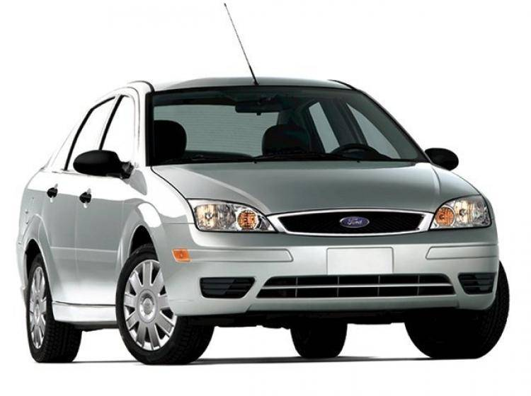 Фото Ford Focus (North America) I рестайлинг - схожий с Volvo S40 II рестайлинг