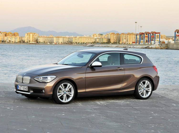 Фото BMW 1er F20-F21 - схожий с Honda Insight II рестайлинг